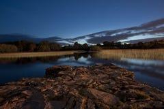 killarney lake på skymningen Arkivfoto