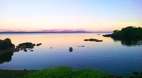 Killybegs的,西部爱尔兰平安的晚上海岸线 免版税库存图片