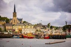 Killybegs stad Ståndsmässiga Donegal ireland arkivfoton