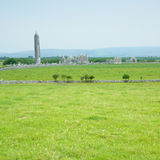 kilmacduagh修道院废墟 库存图片