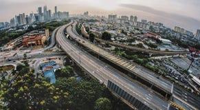 Kilolitro de paisaje urbano durante puesta del sol foto de archivo