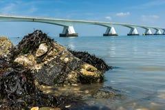 5 kilomètres Zeelandbrug long, Zélande, Pays-Bas Image libre de droits