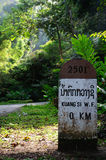 0 kilometer bij Kuang Si-waterval, Luang Prabang, Laos. Stock Afbeeldingen