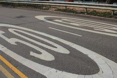 50 kilometer per timmetecken på vägen Arkivfoto