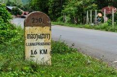 16 kilometer till den Luangprabang milstolpen Arkivbild
