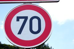 70-Kilometer-Verkehrsschild, Deutschland Stockfotos