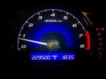 Kilometerzahl Kontrollanzeige vom Geschwindigkeitsauto Stockbilder