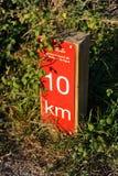 Kilometric indikator i greenwayen Los Molinos del Agua i Valverde del Camino, landskap av Huelva, Spanien Arkivbild