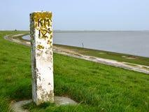 Kilometrowa poczta na dajku wzdłuż Dollard w Groningen Zdjęcia Royalty Free