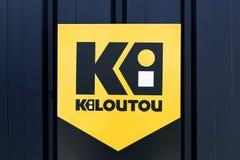 Kilotou-Logo auf einer Wand Stockbild