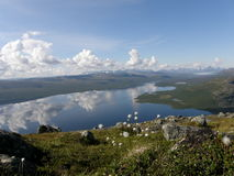 Kilpisjarvi lake från det Saana berg, Lapland Royaltyfria Bilder