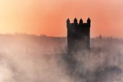 Kilsyth-Gemeinde-Kirche im Nebel Lizenzfreies Stockfoto
