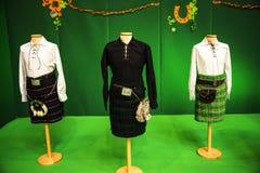 Kilts masculinos irlandeses no fIreland do festival o em Roma Itália imagem de stock