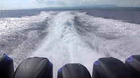 Kilwateru ślad Za Potężną Motorową łodzią swobodny ruch zbiory wideo