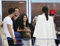 Kim Kardashian woont de gelijke van het US Open 2015 tennis tussen Serena en Venus Williams bij royalty-vrije stock afbeeldingen