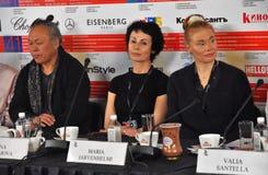 Kim Ki-Duk, Irina Apeximova, Maria Jarvenhelmi na imprensa-conferência imagem de stock