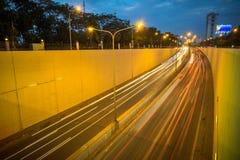 Kim Lien ruchu drogowego tunel przy zmierzchem w Hanoi, Wietnam Zdjęcie Stock