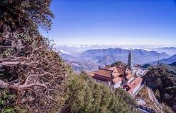 Kim Son Bao Thang Tu-Pagode op Fansipan-berg, hoogste de bergpiek van Fansipan van Indochina royalty-vrije stock afbeeldingen