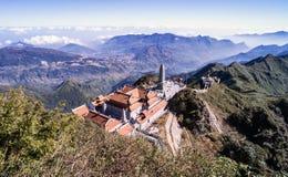 Kim Son Bao Thang Tu-Pagode op Fansipan-berg, hoogste de bergpiek van Fansipan van Indochina stock afbeeldingen
