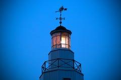 Kimberly Point Lighthouse Light mit Wetterfahne Lizenzfreie Stockfotografie