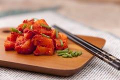 Kimchi de radis complété aux oignons verts Photographie stock libre de droits