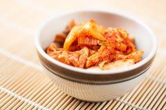Kimchikool in een kom stock afbeelding