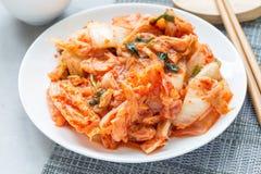 Kimchikool Koreaans voorgerecht op witte horizontale plaat, stock fotografie