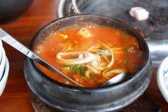 Kimchitofu van Korea kruidige soepkom in restaurant royalty-vrije stock foto's