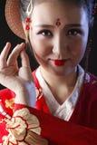 Kimono que lleva de la mujer bonita joven Imagenes de archivo