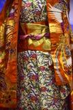 kimono Traditionell japansk klänning för kvinnor med garneringar Arkivbild