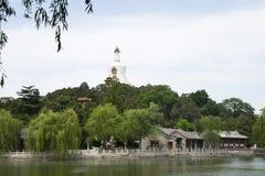 Kina Asien, Peking, Beihai parkerar, den vita pagoden Arkivbild