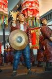 Kina Asien, Peking, huvudmuseet, skulptur, gammal Peking sedanstolen, den traditionella bröllopceremonin Royaltyfria Foton