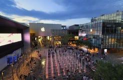 Kina Beijing Apple StoreâSanlitun by Royaltyfria Bilder