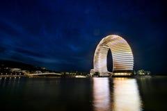 Kina ett lyxigt hotell i sjön Tai Arkivfoto