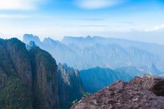 Kina floder och berg ?r s? h?rliga royaltyfria foton