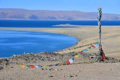 Kina Great Lakes av Tibet Sjö Teri Tashi Namtso i solig dag i Juni royaltyfri fotografi
