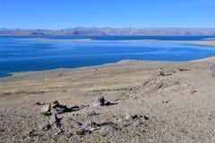 Kina Great Lakes av Tibet Sjö Teri Tashi Namtso i solig dag i Juni fotografering för bildbyråer