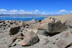 Kina Great Lakes av Tibet Sjö Teri Tashi Namtso i solig sommardag royaltyfri bild