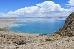 Kina Great Lakes av Tibet Sjö Teri Tashi Namtso i solig sommardag fotografering för bildbyråer