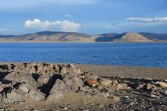 Kina Great Lakes av Tibet Stort moln över sjön Teri Tashi Namtso i inställningssolen i sommar royaltyfria bilder