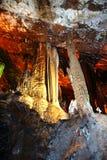 Kina guangxi guilin för ståndsmässiga amiralitetet höjder för vaggar  --Pelare av stalaktit, stengardin Arkivbild