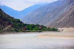 Kina härlig by i Tibet royaltyfri foto