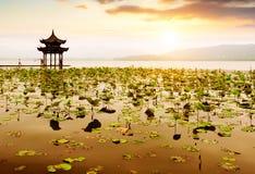 Kina Hangzhou västra sjölandskap royaltyfria foton