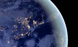 Kina och Japan tänder under natt, som den ser som från utrymme Beståndsdelar av denna bild möbleras av NASA arkivbilder
