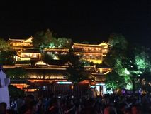 Kina oldtown av Lijiang på nattetid Royaltyfria Foton