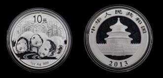 Kina pandasilvermynt 2013 från 1 uns 999iger silver Arkivfoto