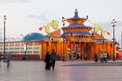 Kina paviljong på den globala byn i Dubai Arkivbilder