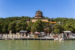 Kina Peking beijing slottsommar Livslängdkulle och tempel Foxiangge - torn av buddistisk rökelse (templet Foxiangge) Arkivbilder
