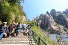 Kina Sanqing berg royaltyfria foton