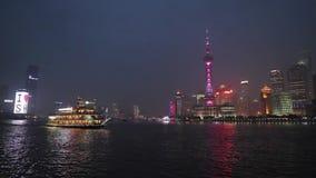 Kina Shanghai, Huangpu River på natten arkivfilmer